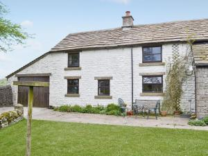 Oxlow End Cottage in Peak Forest, Derbyshire, England