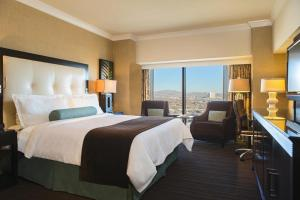 Luxury Tower Room, King Bed