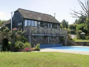 Stonehouse Farm Cottage in Crowborough, East Sussex, England