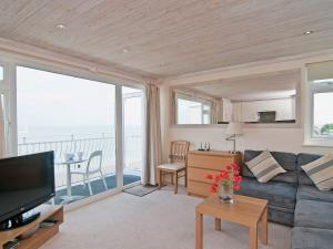 Flat 6 Quay West in Cowes, Isle of Wight, England