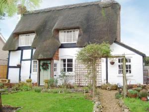 Staddlestones Cottage in Pershore, Worcestershire, England
