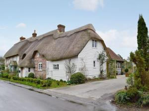 Barn Cottage in Fontmell Magna, Dorset, England