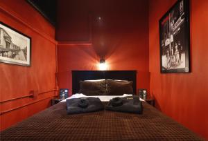 Prince Room with One Queen Bed