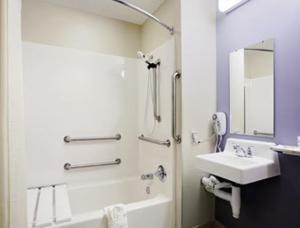 One-Bedroom Suite - Disability Access/Non-Smoking SPN1