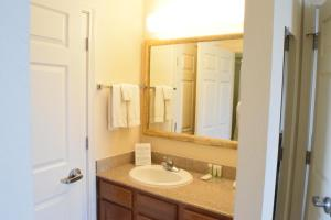 Two-Bedroom Suite Disability Access Tub/Non-Smoking