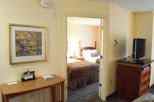 Two-Bedroom Suite with One King Bed and One Queen Bed - Non-Smoking