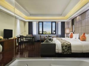Superior Twin Room with Lake or Park View