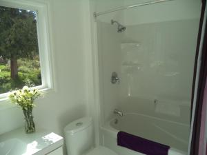 Queen Room with Ensuite Bathroom