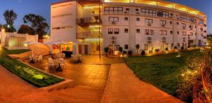 Photo of Oasis Hotel