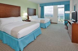 Queen Room with Two Queen Beds and Ocean View - Non-Smoking