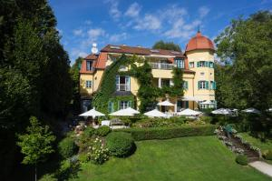 Photo of Hotel Seeschlößl Velden