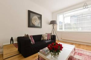 Three Bedroom Apartment in Manor Vale in Brentford, Greater London, England