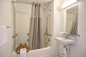 Standard Room with Roll-in Shower - Disability Access