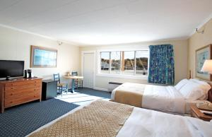 Deluxe Queen Room with Two Queen Beds with Balcony  - Full Harbor View