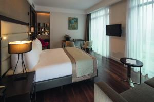 Suite Junior con cama extragrande y vistas al mar