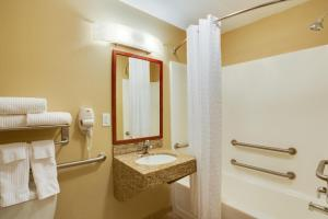 Double Suite with Two Double Beds with Bath Tub - Disability Access/Non-Smoking