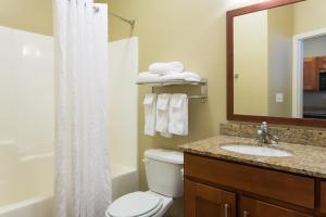 Queen Suite with Roll in Shower - Disability Access/Non-Smoking