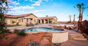Three-Bedroom Red Mountain Retreat Steps from Clubhouse Pool with Gorgeous Patio View