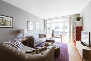 One-Bedroom Apartment - Hart Place
