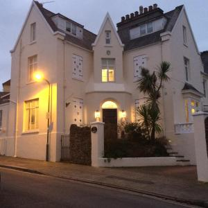 The Birdcage Bed and Breakfast in Torquay, Devon, England