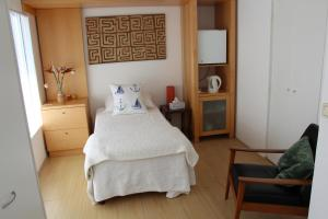 Triple Room with Lake View (Commodore Suite)