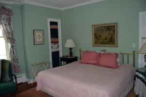 Queen Room with Private Bathroom - Master