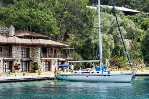 Photo of Yacht Charter