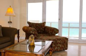 Deluxe Two Bedroom Apartment with Ocean View