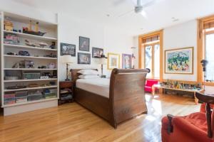 Four-Bedroom Apartment - West 22nd Townhouse