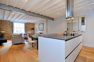 Luxury two bedroom apartment furnished in London, Greater London, England