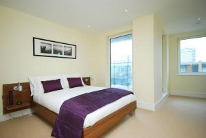SKY LIVING APARTMENTS - CANARY WHARF in London, Greater London, England