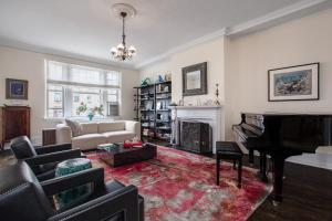 Two-Bedroom Apartment- Riverside Park II