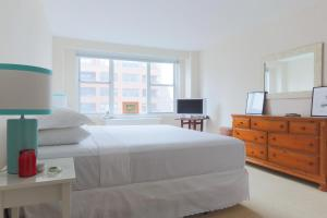 Two Bedroom Apartment - 2nd Avenue