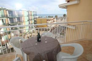 Dimora Two-Bedroom Apartment on 4th Flr in Riudoms, Cambrils