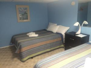 Studio with Two Queen Beds - 16