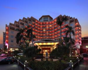 Photo of Golden Phoenix Seaview Hotel