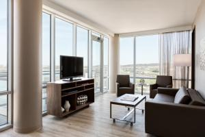 One-Bedroom King Suite with River View