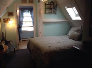 Small Queen Room with Skylight and Private Bath