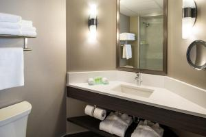 Suite Suite, Jetted Tub