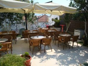 Pima Apartmani, Bed and Breakfasts  Budva - big - 16