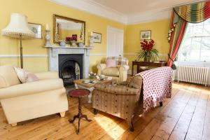 Huntingfield House B&B in Newnham, Kent, England