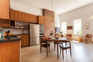 Two-Bedroom Apartment with Terrace - Berry Terrace