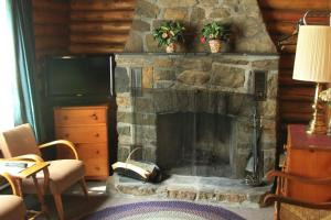 Cabin with Deluxe Suite and Fireplace