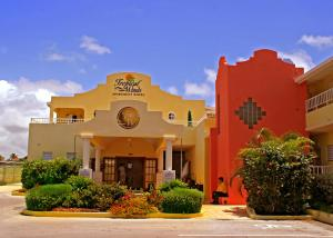 Photo of Tropical Winds Apartment Hotel