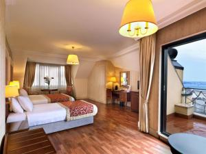 Photo of Taksim Metropark Hotel