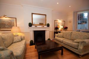 Three Bedroom Apartment Egerton Gardens -Knightsbridge in London, Greater London, England