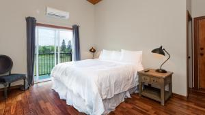 King Room with Trail View