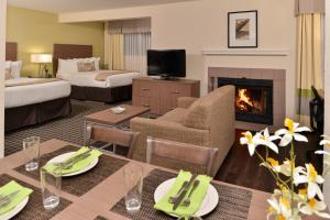 Deluxe Suite with 1 King and 2 Double Beds