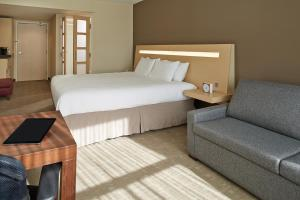 Executive Room with 1 King Bed and Sofa