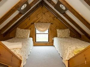 King Room with Two Twin Beds and Private Bath